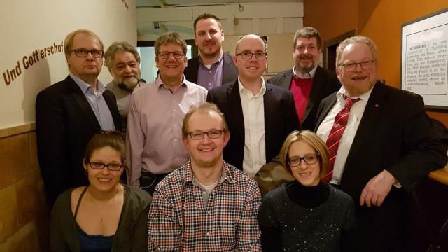 Die neue Vorstandsmannschaft mit Landtagsabgeordnetem Klaus Adelt (ganz rechts) und Bundestagskandidat Jörg Nürnberger (2. von rechts)